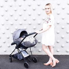 We love this stylish pic from @lapetitejordane with the Mios stroller from @cybex_global ! Functional and stylish at the same time. 👍⠀ .⠀ .⠀ .⠀ .⠀ 📷: @lapetitejordane ❤️️⠀ #CYBEXMios #fashionmoms #strollergoals #stroller #kinderwagen