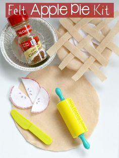 This felt apple pie busy bag inspires autumn themed pretend play on the go!