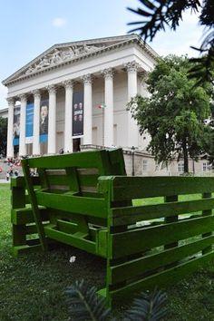 Raklap fotelok a Nemzeti Múzeumnál | Green Press