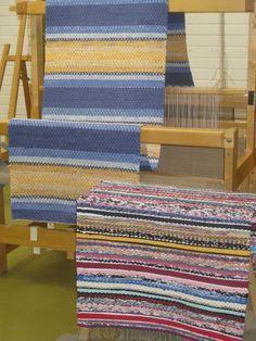 Perinteisiä räsymattoja Basket Weaving Patterns, Rope Rug, Rug Runners, Red Rugs, Recycled Fabric, Rug Making, Handmade Art, Colorful Rugs, Hand Weaving
