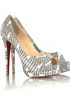 Christian Louboutin OFF! Crazy Shoes, Me Too Shoes, Women's Shoes, Christian Louboutin Heels, Louboutin Shoes, Shoe Palace, Hot High Heels, Red Bottoms, Fashion Shoes