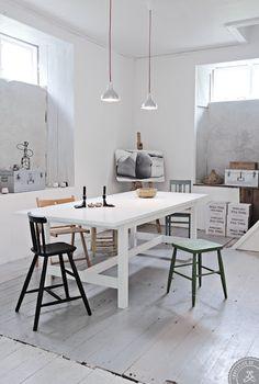 Swedish shop converted to modern house (via nestpearls.blogspot.fr)