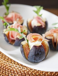 Nugget Markets Fig & Chèvre Canapes—This fresh, simple and tasty hors d'oeuvre is a timeless pairing and perfect for fall. Guaranteed to have your guests raving! Fingerfood Party, Party Canapes, Yummy Food, Tasty, Cooking Recipes, Healthy Recipes, Appetisers, Food Presentation, Appetizer Recipes