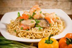 Ifu mie adalah sejenis makanan Tionghoa. Makanan ini berbentuk bakmie yang telah direbus lalu digoreng lagi sampai garing berbentuk sarang. Kemudian di atasnya disiram dengan tumisan sayuran, biasanya cap cay. Ifu mie juga populer di Indonesia.