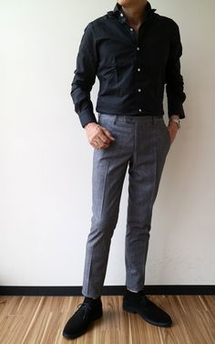 Burgundy Chinos, Charcoal Dress, Smart Casual Men, Man About Town, Grey Dress Pants, Desert Boots, Business Outfits, Gentleman Style, Fall Outfits