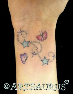 Butterfly artsaurus tattoos name tattoos, butterfly wrist Girly Tattoos, Hippe Tattoos, Pretty Tattoos, Beautiful Tattoos, Star Foot Tattoos, Name Tattoos, Wrist Tattoos, Body Art Tattoos, Tattos