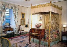 Queen's Bedroom -Buckingham Palace