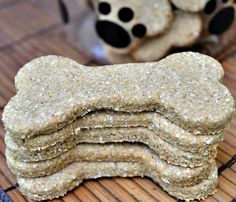Easy Banana, Apple, Peanut Butter Oat Homemade Dog Biscuits #Recipe #healthy #dog