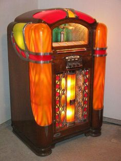 - 1941 Wurlitzer 800 Jukebox - #music #jukebox #vinyl #audio #Wurlitzer #vintageaudio #records  http://www.pinterest.com/TheHitman14/the-jukebox/