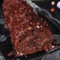 Ova fotka je izazvala pravu pomamu na fb stranici. Pa sam požurila sa objavom.  Rolada je prava bomba, jako čokoladna, sočna i neodo...