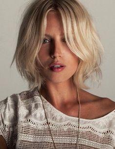Deze winter zit vol met halflang haar trends, zowel met kleur als model! Halflange kapsels zijn hot en super modern. Bekijk in dit artikel 16 super gave en trendy voorbeelden die jou kunnen inspireren bij een volgend kapsels.
