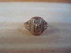 Vintage 1947 10K Gold Class Ring