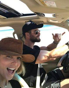 Hang loose Chris Hemsworth