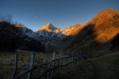 Amanecer sobre Peña Ubiña Mount Everest, Mountains, Nature, Travel, Inspiration, Dawn, Biblical Inspiration, Naturaleza, Viajes