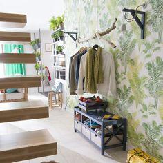 avec cette cloison en bois toute en courbes un espace se dessine pour accueillir le coin bureau. Black Bedroom Furniture Sets. Home Design Ideas