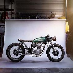 A alemã Blackbean Motorcycles ainda é desconhecida do grande público amante das customizadas comparando-a com uma Old Empire, Uma Deus, um...