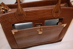 Ipad or mobiel tablet pocket embedded into the Brown Chic from Ethan Julian.
