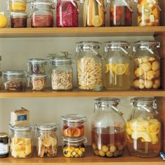 Glass jars are a real hit for the kitchen! - Fashion And Hairstyle Muji Storage, Jar Storage, Kitchen Storage, Food Storage, Glass Containers, Glass Jars, Soda, Kitchen Jars, Cleaning