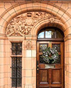 Beautiful entrance, don't know where. Beautiful Front Doors, Modern Front Door, Front Door Design, Unique Doors, Front Door Entrance, Door Entryway, Entry Doors, Doorway, Gate House