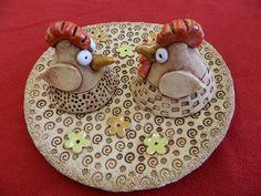 Ceramic Chicken, Clay Creations, Decorative Plates, Food, Facebook, School, Ideas, Essen, Meals