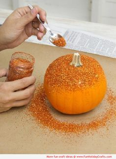 Glitter Pumpkins #HowTo #DIY #Halloween #craft