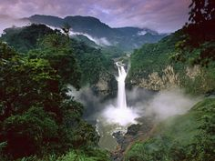 Wodospad San Rafael w Ekwadorze. San Rafael waterfall in Equador. Places To Travel, Places To See, Places Around The World, Around The Worlds, Festival Photo, Les Cascades, Equador, Amazon Rainforest, Holiday Destinations
