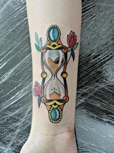 Idee originali per un tatuaggio con clessidra e significato