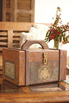 Craft box Wish-listed Shabby Chic Cottage, Vintage Shabby Chic, Cigar Box Crafts, Decoupage Art, Wooden Chest, Antique Boxes, Craft Box, Diy Box, Interior Design Living Room