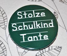 Button Stolze Schulkind Tante  Der Button hat einen Durchmesser von 38mm und kann mit seiner Sicherheitsnadel problemlos an Textil- oder Papierwaren befestigt werden.  Auch als Magnet,...