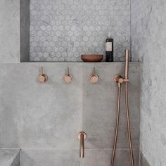 • Z+S design crush • The shower shelf  Adding a shelf the full length or width of your shower is an excellent way to add storage - and who doesn't love a shower shelfie? ‍♀️ It's also cheaper than adding a similar length shower niche within the stud wall, as you don't need a beam to support the wall above - which can be costly. You're welcome  • Z+S tip • When creating a niche or shelf in your shower, make sure it's a minimum 90 - 100mm deep. T