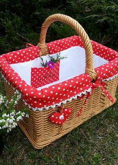 Easter Table Decorations, Basket Decoration, Wicker Picnic Basket, Wicker Baskets, Shabby Chic Boxes, Wedding Gift Baskets, Lace Bag, Sewing Baskets, Paper Weaving