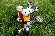 SCHULANFANG gefilztes Zebra LUTZ  von Frau Brunsels Filz auf DaWanda.com