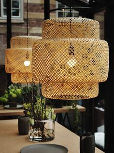 A white round pendant lamp that can be changed in shape by pulling a