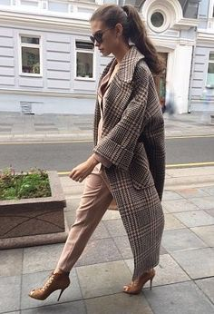 Stylish classy winter clothing ideas for women to try asap. Mode Outfits, Winter Outfits, Fashion Outfits, Womens Fashion, Fashion Trends, Winter Clothes, Looks Chic, Looks Style, Winter Coats Women
