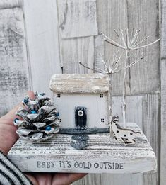 Christmas Craft Show, Christmas Decorations For The Home, Christmas Projects, Christmas Sale, Small Wooden House, Wooden Cottage, Wooden Houses, Driftwood Crafts, Wooden Crafts