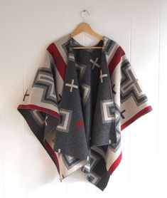 15 Free Wrap & Shawl Patterns to Sew