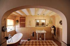 Heerlijk ruime badkamer en ontspannen in bad...Te koop aan de Groenveldsdijk 34 a in Sint Maarten. Woonboerderij / Stolp met 7 kamers - Klaver Makelaardij