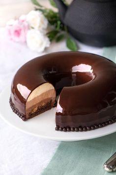 Chocolate - Food Eli 4 in 2019 Easy Vanilla Cake Recipe, Easy Cake Recipes, Sweet Recipes, Baking Recipes, Dessert Recipes, Zumbo's Just Desserts, Fancy Desserts, Delicious Desserts, Chocolate Flavors