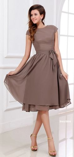 A-Line/Princess Scoop Neck Knee-Length Chiffon Bridesmaid Dress With Bow. JJsHouse -- if I were to do a shorter bridesmaid dress, this would be an option Mob Dresses, Tea Length Dresses, Short Dresses, Bridesmaid Dresses, Bridesmaids, Bridesmaid Ideas, Dresses 2016, Bridesmaid Color, Mother Of Groom Dresses