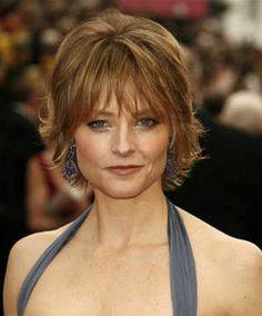Short haircut and style ideas for women with fine hair. If you like wearing your fine hair short, check out this list of chic new short hairstyles for fine hair Over 40 Hairstyles, Haircuts For Fine Hair, Modern Hairstyles, Short Hairstyles For Women, Cool Hairstyles, Hairstyle Short, Pixie Haircuts, Shaggy Hairstyles, Celebrity Hairstyles
