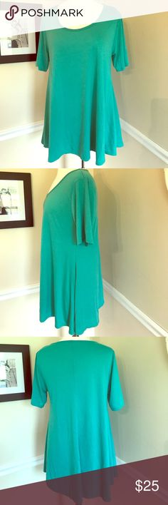 Lularoe Perfect Tee. Teal. Lularoe Perfect tee in teal. Such a flattering fit and comfortable top! Longer in the back so it looks great over leggings! Side slits. The only flaw is a very tiny hole on the shoulder. I have included a picture. Otherwise in perfect shape. Barely worn! LuLaRoe Tops Tunics