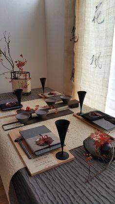 Japanese Table, Japanese Dinner, Asian Tabletop, Table Set Up, Japanese Interior, Room Setup, Table Arrangements, Deco Table, Cuisines Design