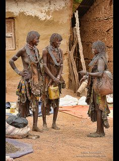 Hamer women in the Dimeka market in the Omo Valley, Ethiop… Tribal African, African Tribes, African Women, African Art, We Are The World, People Of The World, Ariana Grande Drawings, Africa People, Westerns