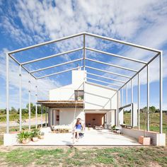 a steel frame extends from the house to form a canopy over the large outdoor patio area. designed by anna and eugeni bach, the warehouse-like home is located in rural spain. see it on image © eugeni bach Spanish Architecture, Sustainable Architecture, Residential Architecture, Amazing Architecture, Contemporary Architecture, Farmhouse Architecture, L'architecture Espagnole, Rural House, Bright Homes