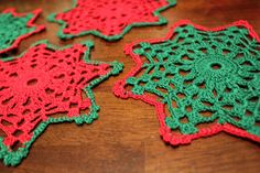 Christmas crochet coasters van DoilyMania op Etsy
