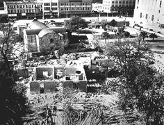 Alamo grounds, showing demolition of neighboring buildings. San Antonio Light Collection, University of Texas Institute of Texan Cultures at San Antonio Mexican American War, American History, Old Pictures, Old Photos, Alamo San Antonio, Texas History, Local History, Historical Artifacts, Historical Pictures