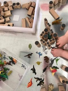 How to Extend Block Play for Early Learning - Includes Free Factsheet Play Based Learning, Learning Through Play, Learning Resources, Early Learning, Infant Sensory Activities, Rainy Day Activities, Daycare Spaces, Child Plan, Block Area