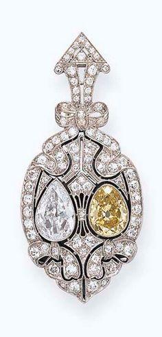 A BELLE EPOQUE COLORED DIAMOND BROOCH -circa 1910