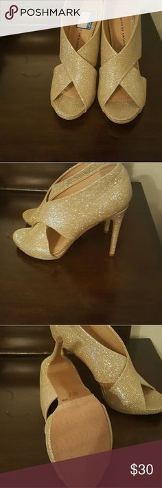 Chinese Laundry Beautiful Gold heels for that night out Chinese Laundry Shoes Heels
