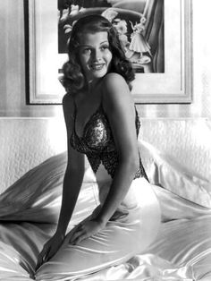 The Best Rita Hayworth Movies Hollywood Glamour, Classic Hollywood, Old Hollywood, Hollywood Stars, Jennifer Lopez, Marilyn Monroe, Rita Hayworth Movies, Madonna, Rita Hayward